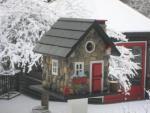 Home Bazaar Windy Ridge House - Stone/Red/Black